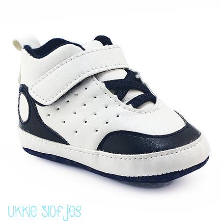 Witte baby sneaker